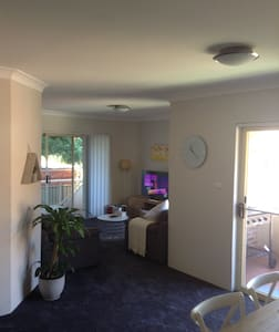 Private-quiet-convenient location - Oatley - Flat