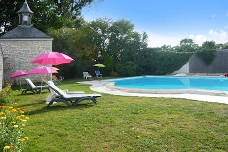 Enchanting mansion with private pool - Neuillé