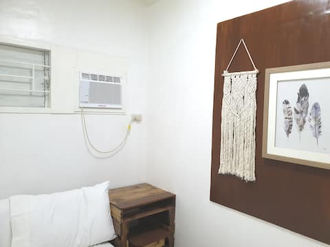 Double Hygge Room B very near UPLB + Fibr Wifi