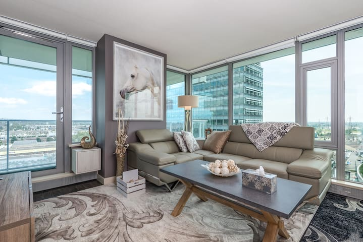 New Designer 2 Bed+2 Bath Condo with Parking - Vancouver - Apartment