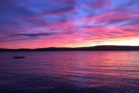 4 master bedroom lakefront dream! - Newfoundland - Haus