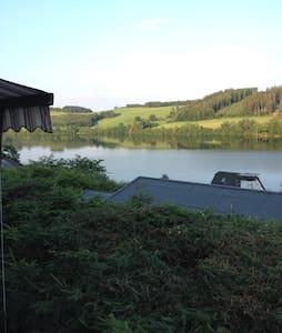 Tolles Ferienhaus mit Traumseeblick - Meinerzhagen - บ้าน