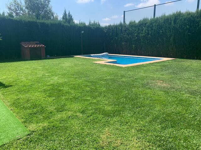 Villa - Casa con jardin y piscina privada
