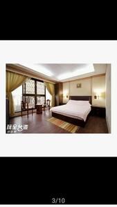包棟民宿 One build, 8 room 2/2/4/2/2/4/8/16=40 people