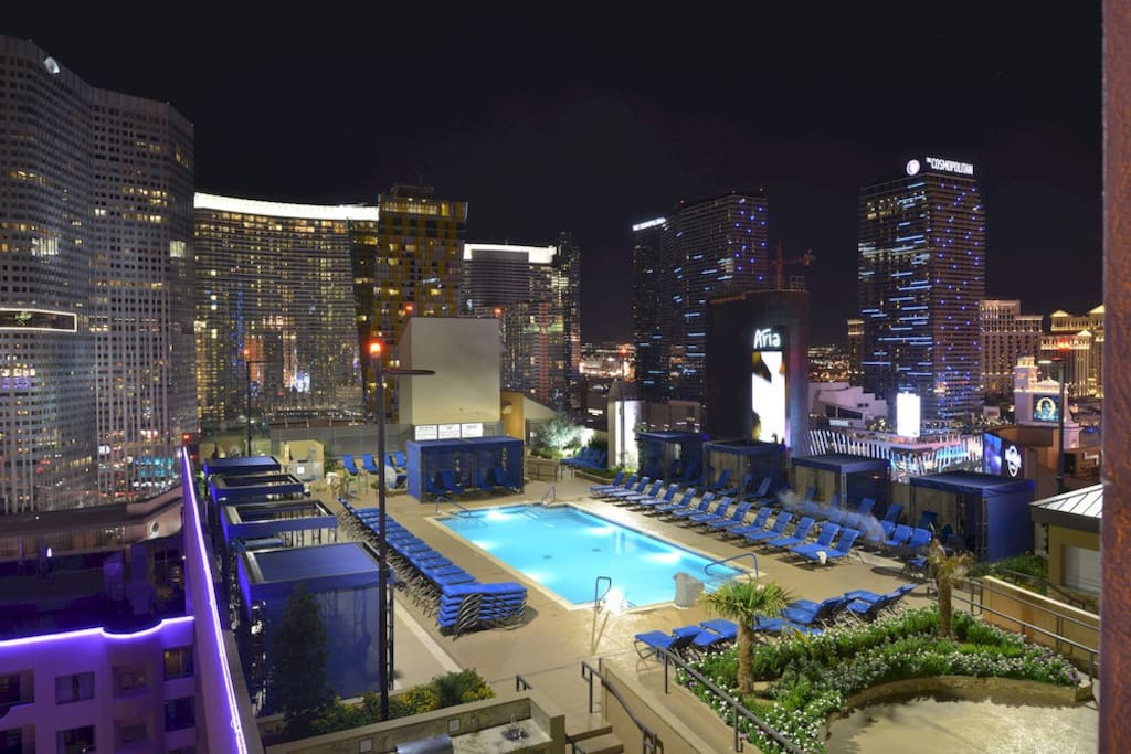 Best strip suite getaway roof top pool 2 bdrm in las for Pool show las vegas november
