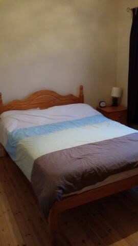 cozy private double with wifi - Ennis - Adosado