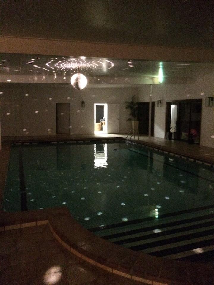 queen bedroom Indoor pool
