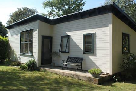 Te huur gezellig vakantiehuis in Burgh Haamstede. - Burgh-Haamstede - Kisház