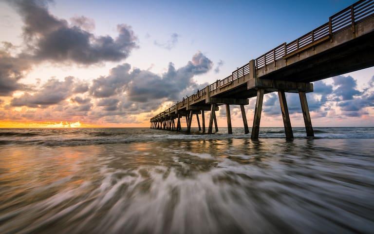 Florida Charm C Jax Beach 4 Blocks to the Ocean.