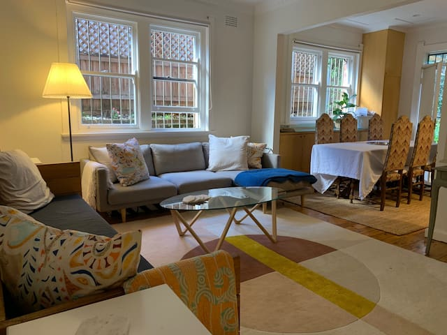 Live like a local in our 2bed Woollahra apartment