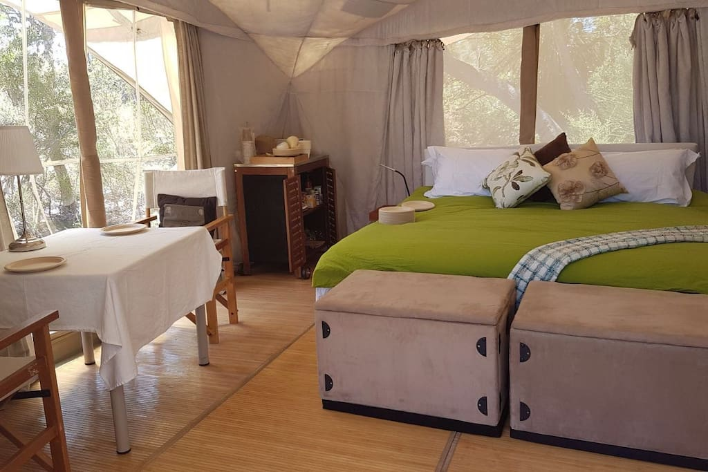 Master bedroom with ensuite and king size bed !