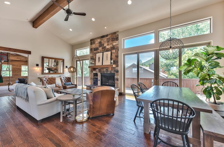 Perfect House for Family Ski Trip - Huge Playroom