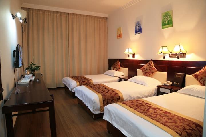 Yangshuo Guilin Triple Bed Room DaTangXiuHotel 503