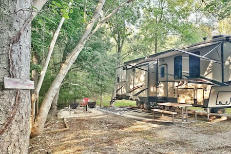Rustic Ridges Retreat ~ 5th wheel Camping Paradise