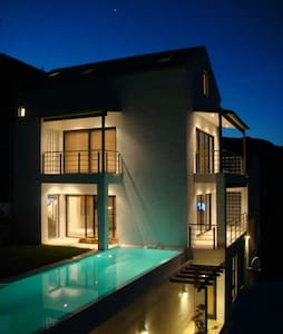 Famous Designed Home With Pool & Amazing Views - Cape Town