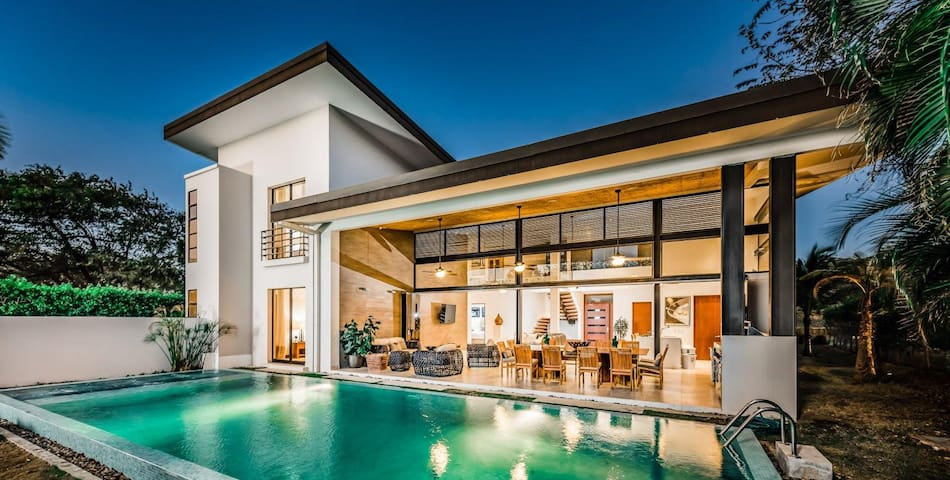 New Stunning modern 5 BR Home at Reserva Conchal!