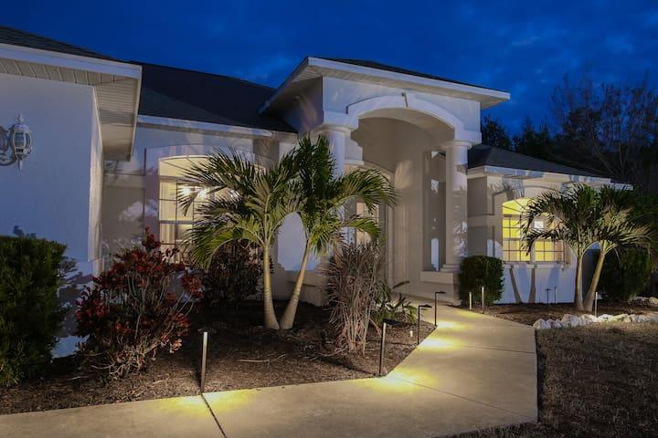 Lovely home & heated pool. Walk to Manasota beach!