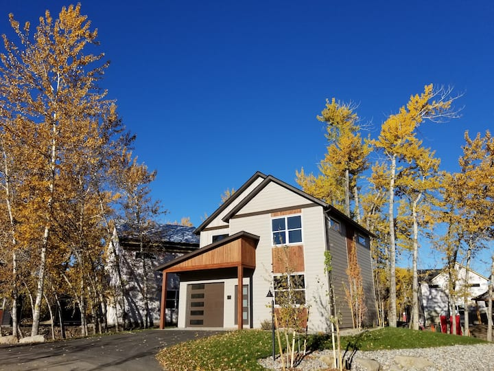 Modern Farmhouse with Gallatin River Access