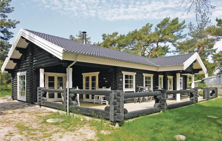 Holiday cottage with 3 bedrooms on 127m² in Nexø