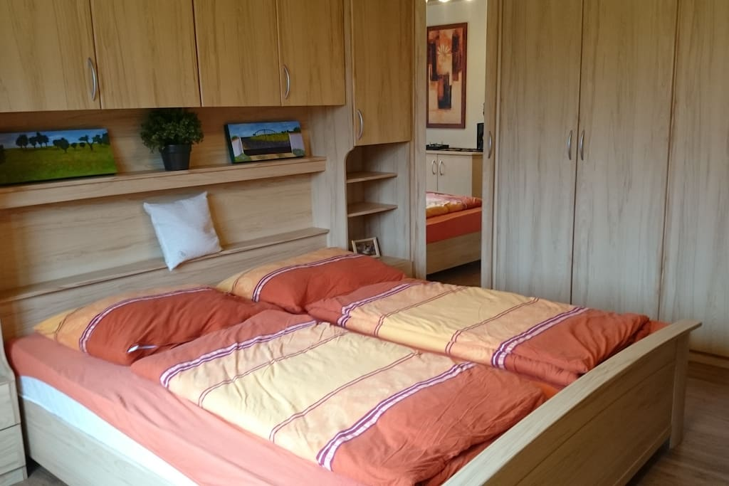 comfortable, large bed (180x200cm) in bedroom