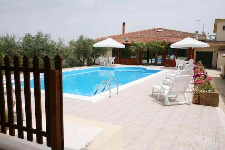 Villa Blandino intera villa