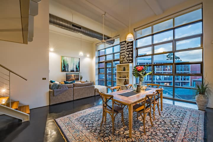 Luxury warehouse apartment close to CBD