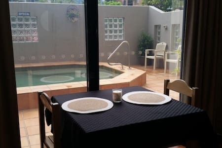 Studio Apartment near Beach and Sho - Caloundra - Daire