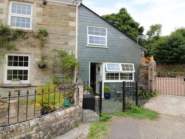 COACH HOUSE STUDIO, pet friendly, with a garden in Probus, Ref 985518