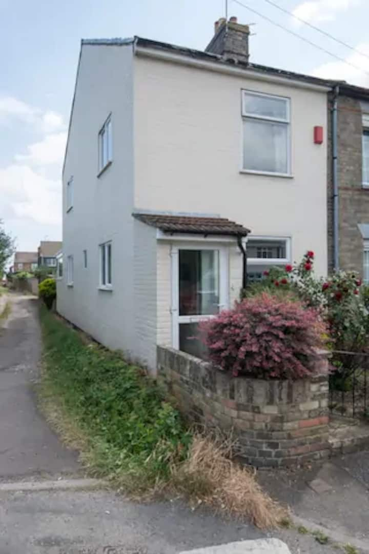 Churchview Cottage 50 metres from the sea