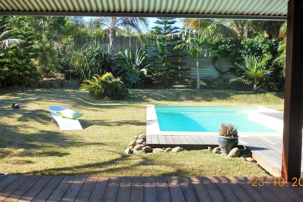 Loft 45 m2 terrasse piscine dans jardin arbor houses for Jardin 45 m2