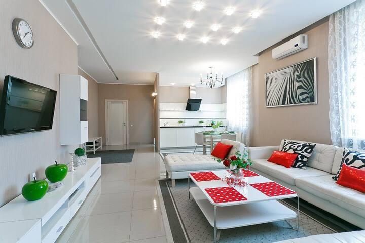 Современные трёхкомнатные VIP апартаменты.
