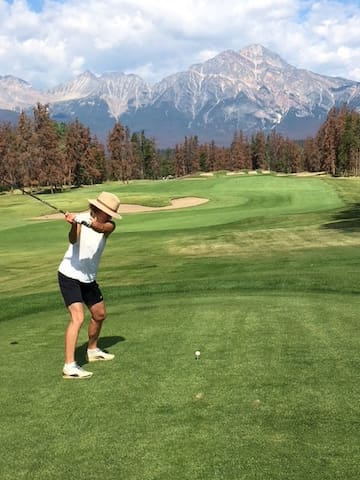 11th Tee at JPL facing Pyramid Mtn.