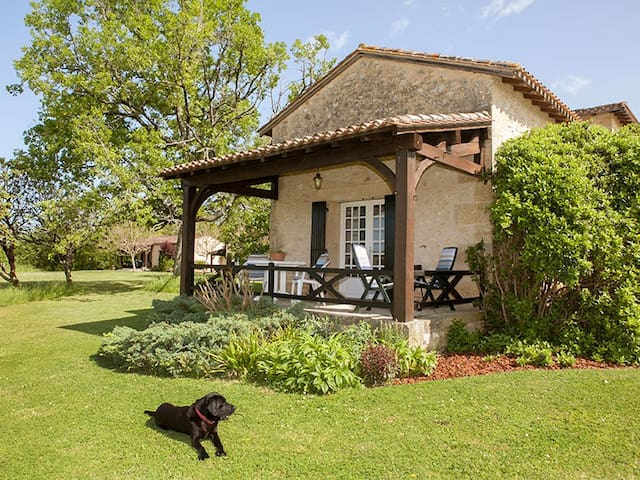 Delightful May Cottage, self catering,adults only - Bourniquel - Casa