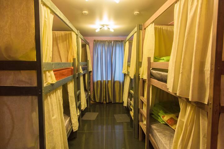 Кровать в общем номере с 8 кроватями