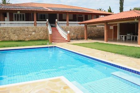 Casa dos sonhos em Socorro, SP-4 quartos e piscina