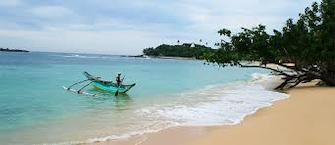 Unawtuna Beach