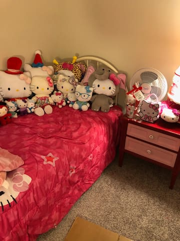 Hello Kitty (or not) to make you comfortable!
