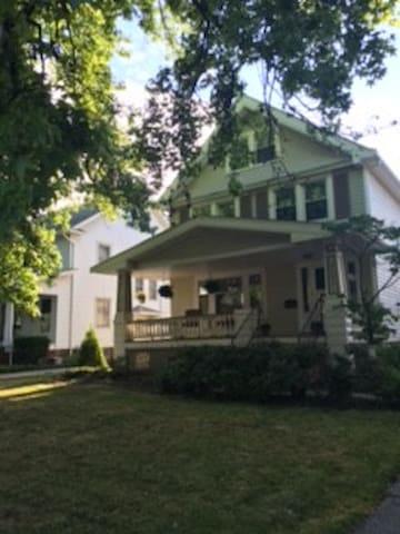 Beautiful Century Home Close to Everything - Lakewood