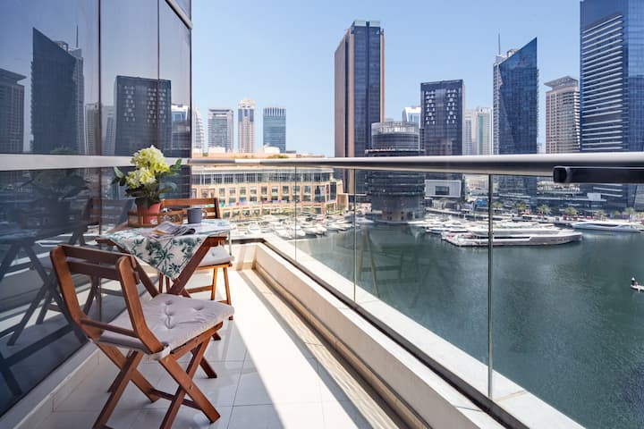 Stylish Studio Apartment with Dubai Marina Views