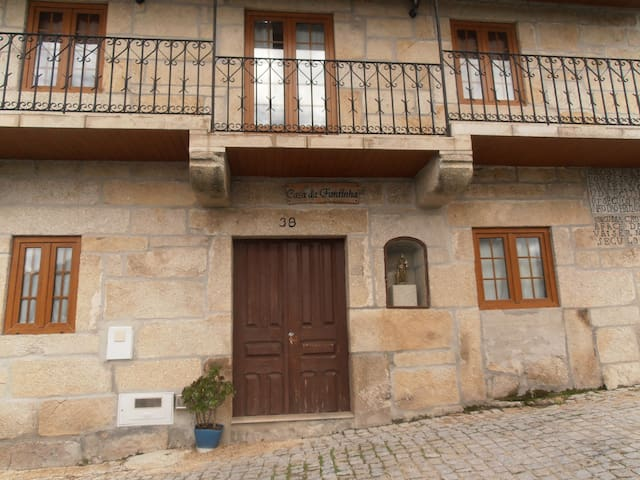 Quartos Duplos - Double Bedrooms - Castro Daire - Casa