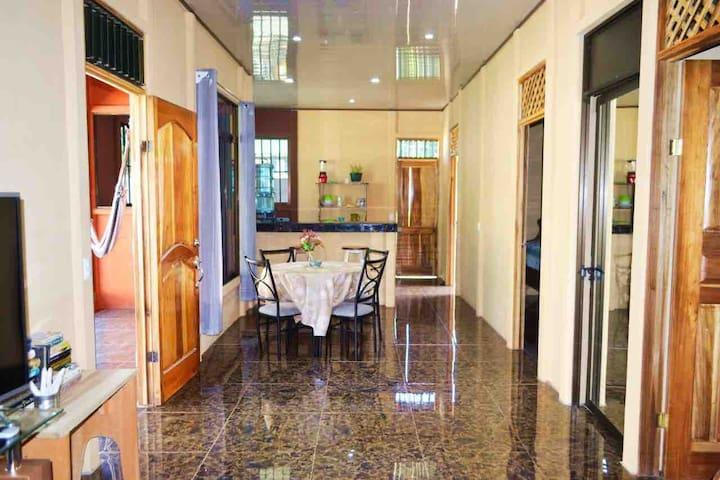 Casa gemelos / airco /tv / wifi /2 bedroom house