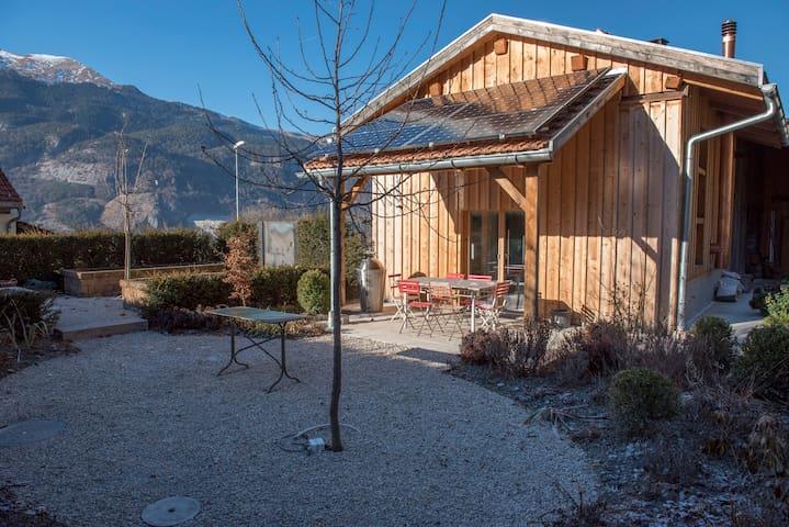 Schönes Gästehaus in ausgebautem Stall mit Garten - Trimmis - Huoneisto