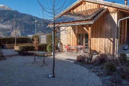 Schönes Gästehaus in ausgebautem Stall mit Garten - Trimmis