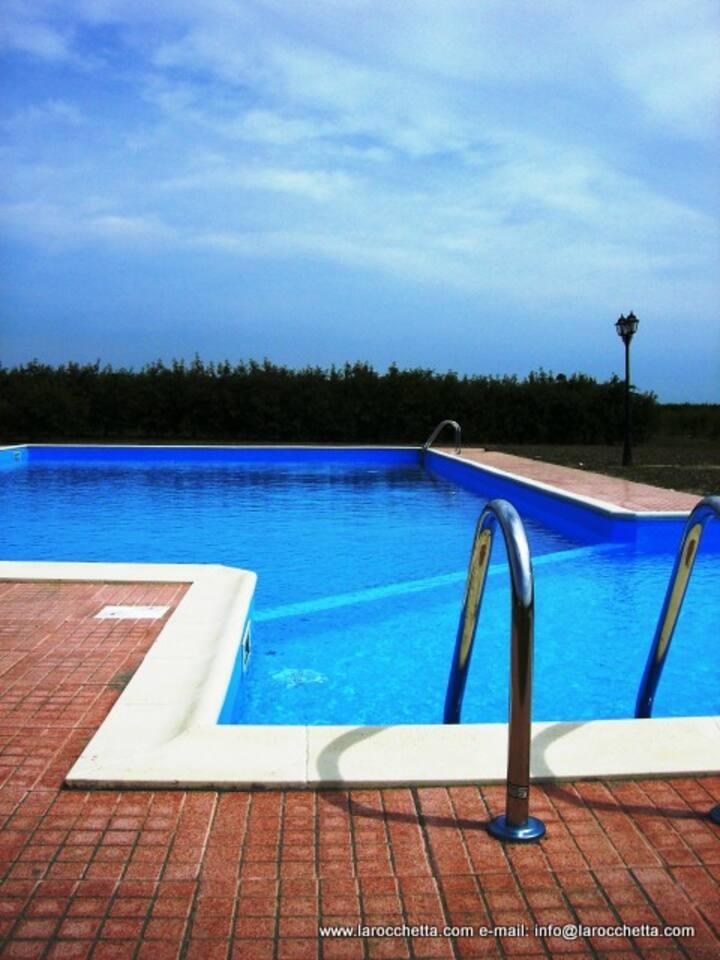 Camera matrimoniale con piscina