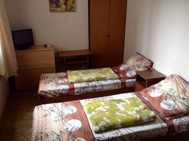Уютная спальная комната на двоих. - Soči - Dům