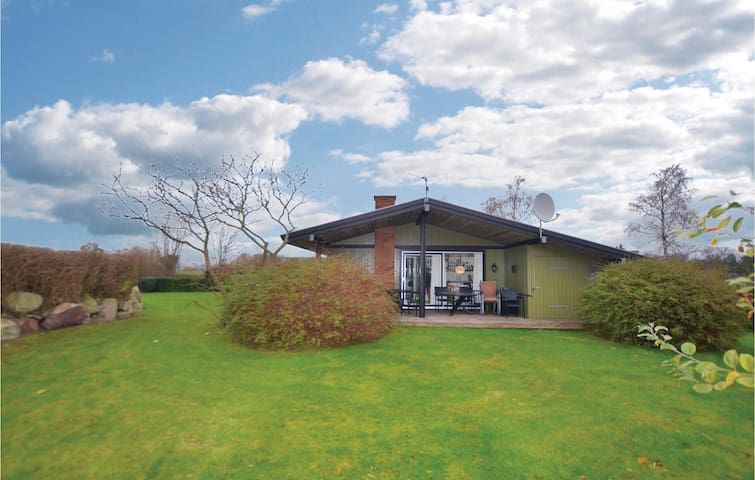 Holiday cottage with 3 bedrooms on 61 m² in Hesselager