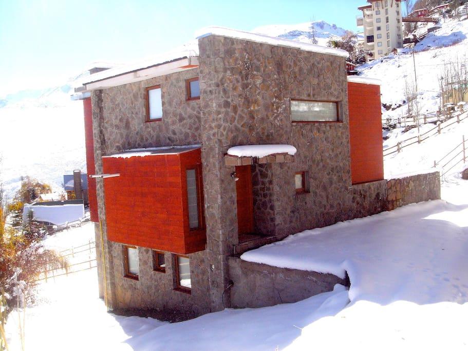 Main entrance from Camino Los Condores