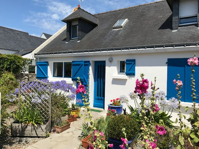 blue house three bedrooms keraude plage