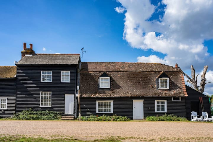 Puffin Burrow / 3-bed home on Osea Island, Essex
