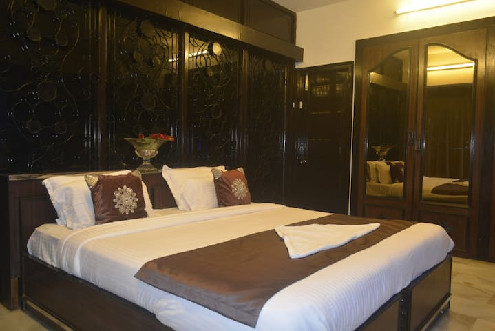 3. Big Room with A/c and attached Bath - Bombai - Casa